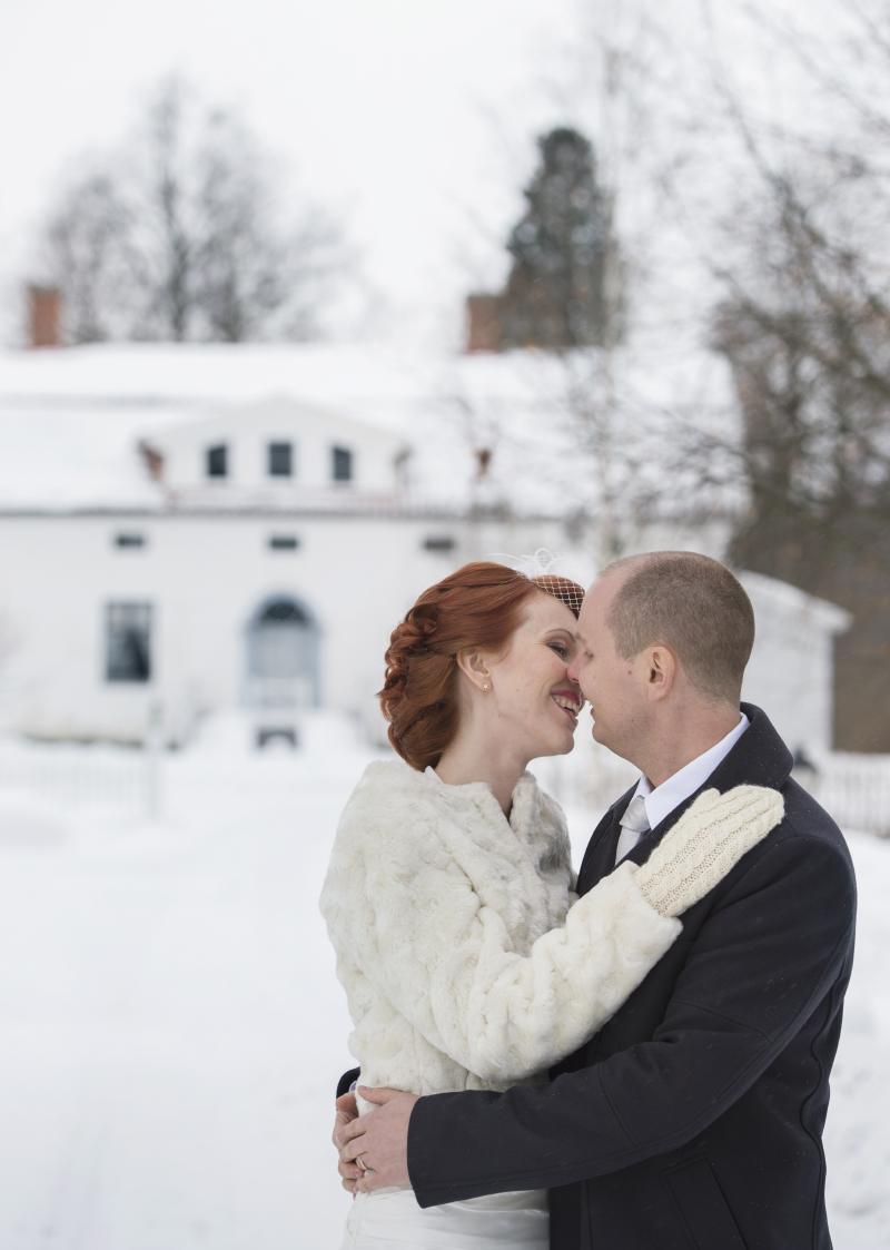 Nykarleby bröllopsfotograf Julia Lillqvist . Bröllop vid Kuddnäs Nykarleby.